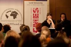 Ovanlig syn hos UPF i höst. Statsvetaren Anna Sundell under en paneldebatt hos UPF i februari 2011.