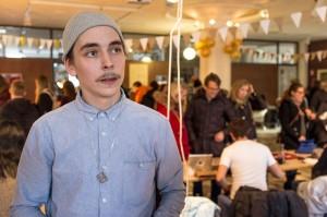 Oskar Olsson är en av arrangörerna bakom Industridesignstudenternas julmarknad. Foto: Thobias Bergström