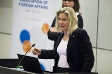 Magdalena Andersson pratade om ekonomi, arbetslöshet och studiemedlet under sitt anförande. Foto: Jens Hunt