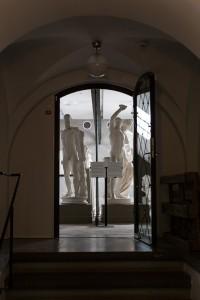 Utställningen om Antiken visar mynt, skulpturer och keramik ur universitetets Antiksamling. Foto: Thobias Bergström.
