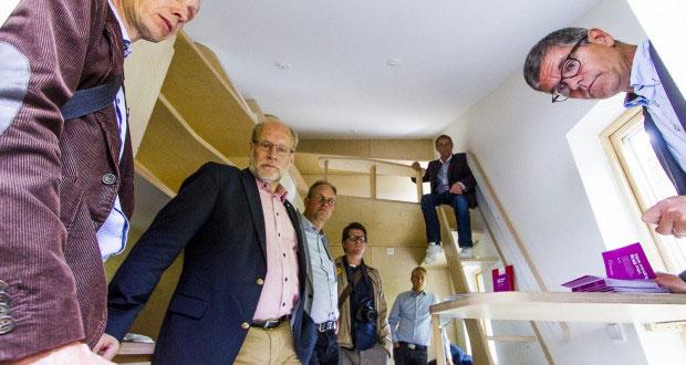 Kompakt. Det blir trångt när det blir kalas i de nya studentbostäderna BoKompakt som AF Bostäder bygger. Civil- och bostadsminister Stefan Attefall (KD) skulle själv kunna tänka sig att bo på tio kvadratmeter.