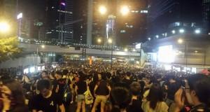 Tusentals studenter samlas på gatorna i Hongkong för att protestera mot att Peking-regimen inte vill ge Hongkongborna utökad demokrati. Foto: Privat