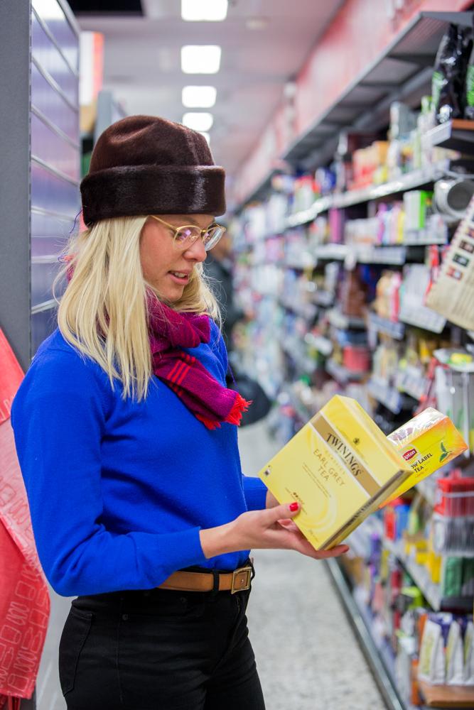 Lipton åker inte ner i Ellens Palms kundkorg för att den är förseglad med en genomskinlig plastförpackning.  Foto: Daniel Kindstrand