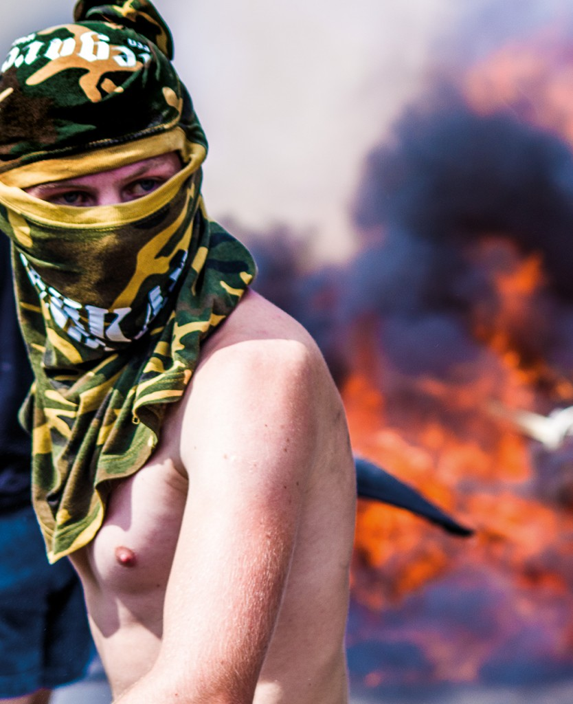 Tält står i lågor på Självständighetstorget Maidan i Kiev. – Bilden visar vikten av att stå på rätt plats vid rätt tillfälle. En bra bild handlar inte bara om fotografens snabba fingrar eller kamerans många pixlar, säger Daniel Kindstrand.  Foto: Daniel Kindstrand