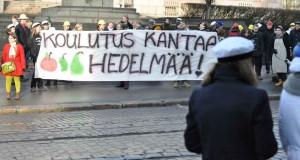 Protesterna gav resultat. Fotot tagit från studentprotest mot studieavgifterna i mars. Foto: Julius von Wright/Studentbladet