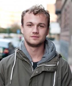 Oscar Schau studerar fortsättningskursen i journalistik och har inte fått sitt studiemedel än. Foto: Privat