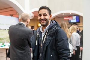 Mustafa Lazem, studerar systemvetenskap. – Knyta lite kontakter, kolla vilka jobbmöjligheter som finns. Det känns som ett bra tillfället att hooka lite jobb. Foto: Jessica Gustafsson