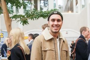 Hasan Nerjovaj, studerar systemvetenskap (kille med beige jacka) – Jag vill se nya företag. Det är mitt sista år så jag är hungrig och ville hitta jobb. Foto: Jessica Gustafsson