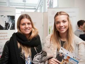 Malin Hallberg och Elin Svensson hoppas få information och inspiration kring olika masterutbildningar utomlands. Foto: Elin Sivard