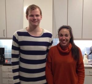 Jon Källgren och Cassandra Johansson är några av studenterna bakom matbloggen. Foto: Privat
