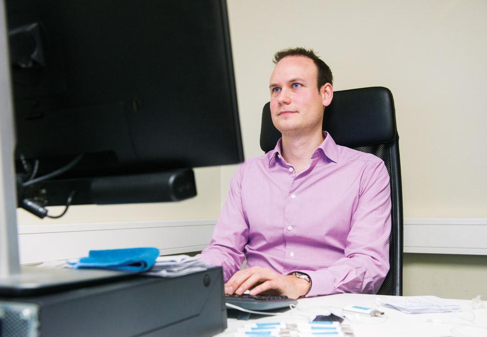 Dan Egerstad blev som 22-åring tagen av Säpo efter att ha kommit över topphemliga mail, knutna till flera ambassader och regeringar. Foto: Daniel Kodipelli
