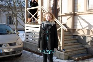 –      Det som jag däremot tycker är problematisk är att de ska pausa i två år. Människor med erfarenhet när det kommer till pauser i utbildningar har berättat att de ofta inte startas upp igen och läggs på is, säger  Sannah Nedergård som studerar tredje året på scenkonst i Vasa i Finland. Foto: Jenna Vierinen/Studentbladet