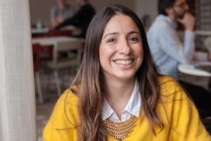 Laura Alejandro, pluggar European & international tax laws – På föreläsningar stänger jag alltid av mobilen, det är respektlöst mot läraren att använda den då tycker jag. I Argentina är Facebook blockerat på många företag, så då är det inte ett stort problem att folk är inne på arbetstid. Foto: Saga Sandin