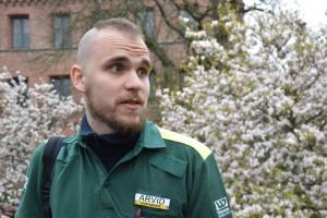 Sjukvårdaren Arvid Sannum tycker att årets Tandemstafett varit lugn. Foto: Najla Vallander