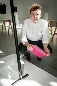 Björn Fjaestad tog korn på en dammsugare i sitt slutprojekt. Foto: Lukas J. Herbrs