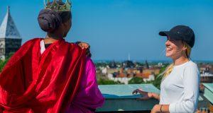 Filmning av nollningsvideo på AF-borgens tak Foto: Privat/Lina Marcussen