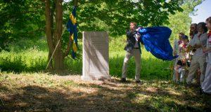 Under måndagen restes och avtäcktes en minnessten i Värpinge för att föreviga Uardaakademin repris av landstigningen i Lund. Foto: Jonas Jacobson