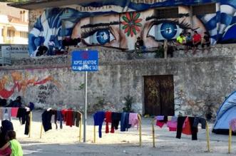 Flyktingläger i Mytilenes hamn, Lesbos 2015. Foto: Tindra Englund