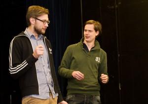 Johan Eng Larsson som Harald och Johan Gren som Vilhelm Erövraren i dispyt.  Foto: Jens Hunt