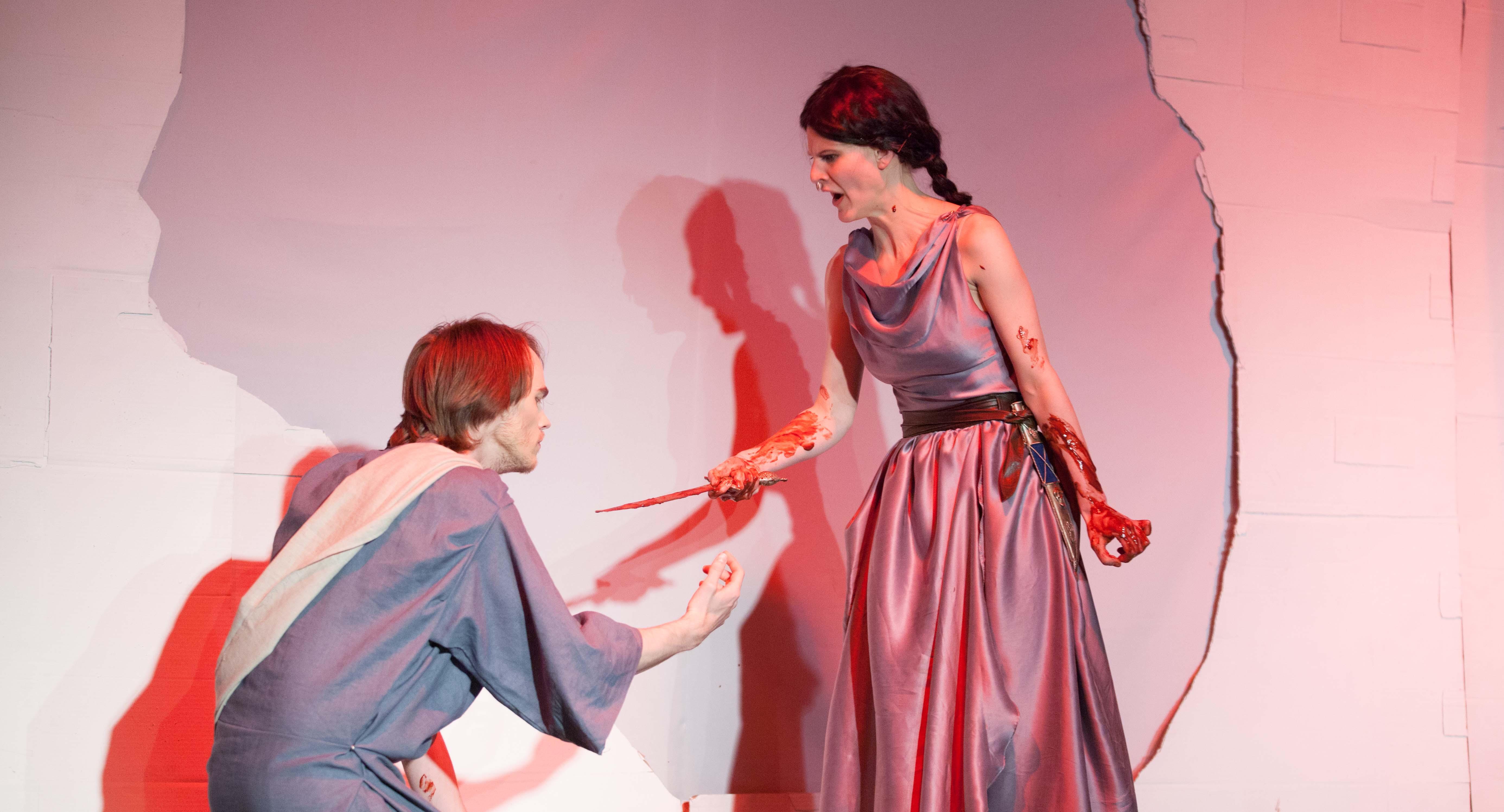Teatrar och artister stodjer offren